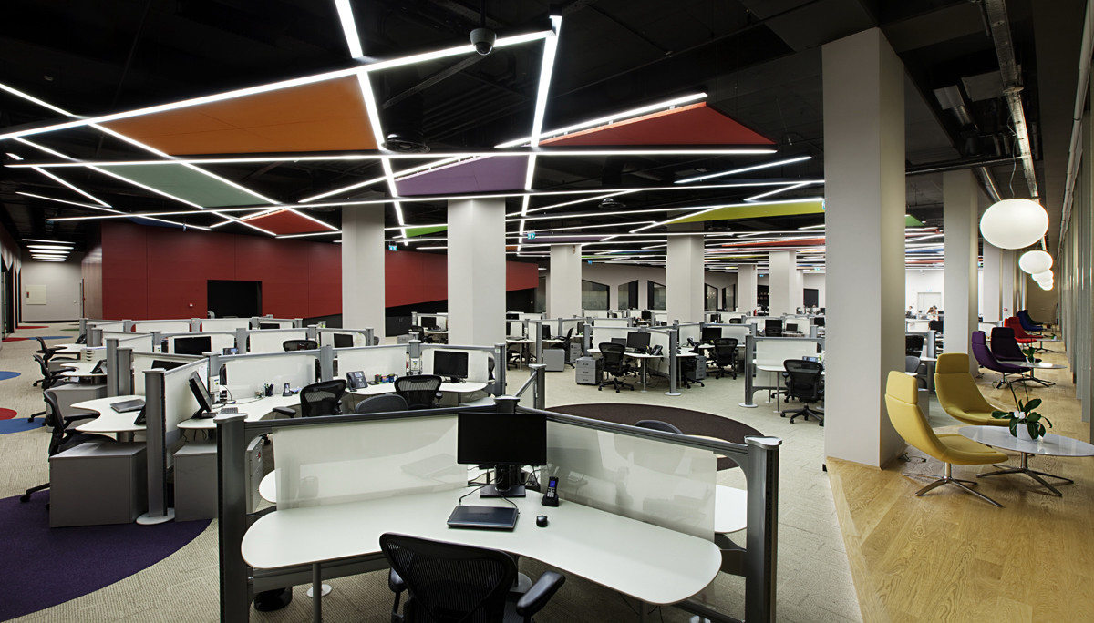 workplace-automation-at-modern-it-company-offices